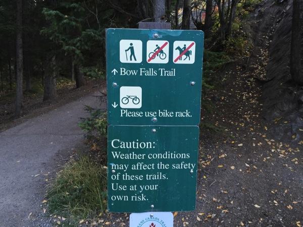 これが冬には凍っていたとか信じられない「ボウ滝(Bow Falls)」 #アルバータ秋旅 #カナダ