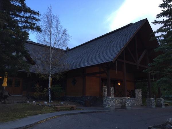 「スリーピング・バッファロー・レストラン(Sleeping Buffalo Restaurant)」山小屋で夕食を #アルバータ秋旅 #カナダ