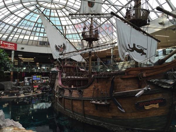 「ウェスト・エドモントン・モール(West Edmonton Mall)」北米最大級のショッピングモールはプールありホテルありカジノありスケートリンクあり遊園地あり! #アルバータ秋旅 #カナダ