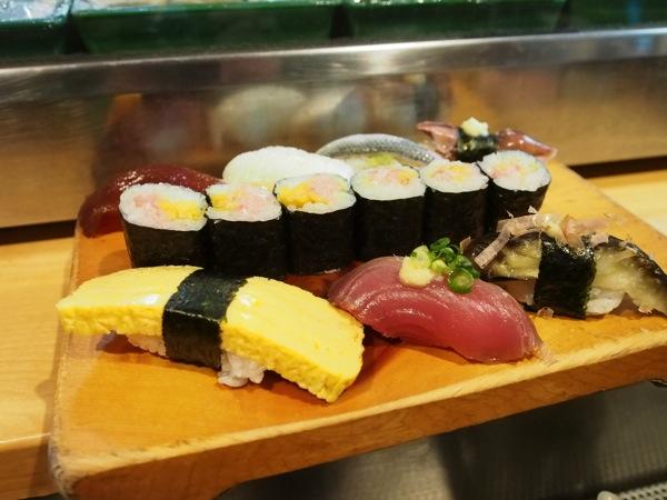 【閉店】「都々井(五反田)」ランチもOK!絶対に近所にも欲しいフラリと立ち寄れる立食い寿司