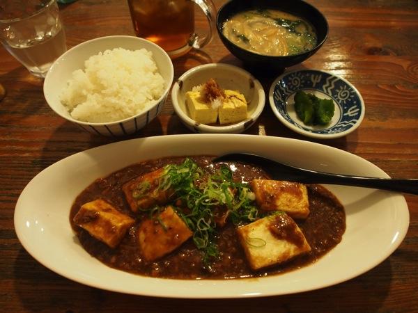 「SANTA(三楽)」座間味島でランチに食べた島豆腐の揚げ麻婆定食【2泊3日の沖縄島旅】