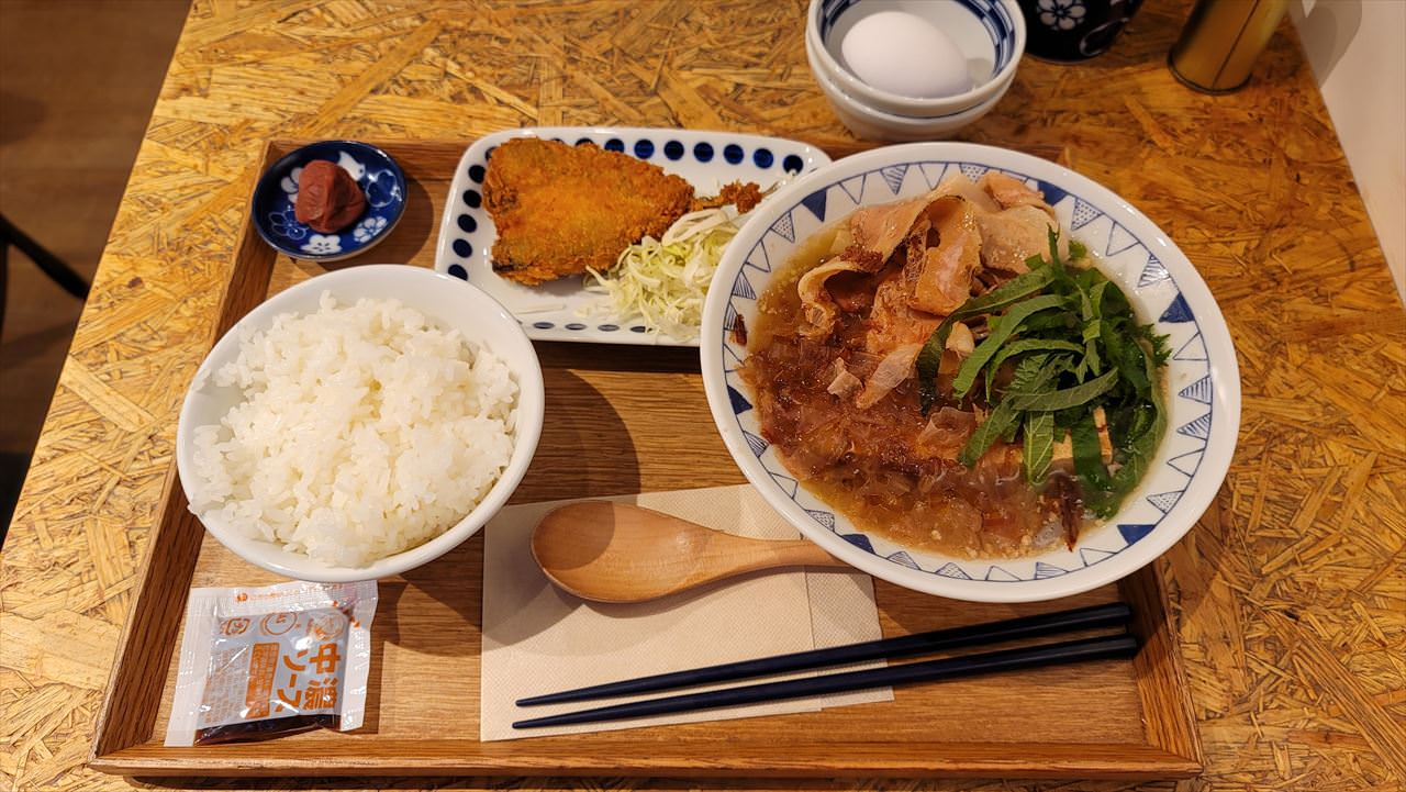 ごちとん「梅かつお豚汁定食」 04 04